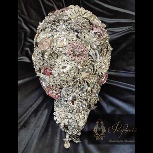 Teardrop brooch bouquet