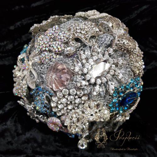 Round brooch bouquet